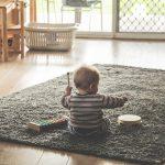 Como escolher móveis para a sala que sejam seguros para as crianças?